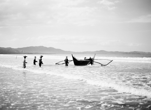 Bunn Salarzon - black and white image of fishermen in the water