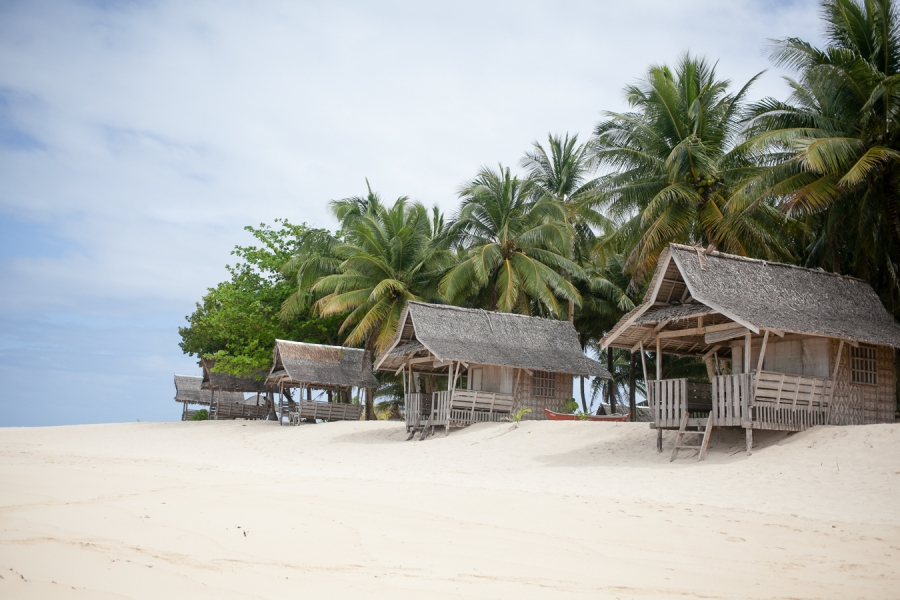 Bunn Salarzon - personal huts for rent on beach